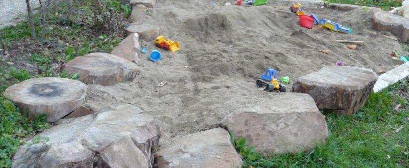 Детская площадка в саду. Как выбрать место и обустроить своими руками.